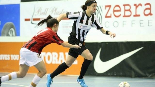 Futsal Jamilla Hull action photo